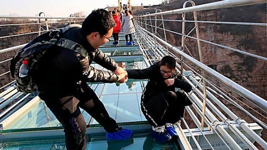 Longest glass bridge has terrifying sway