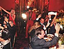 'Farra dos guardanapos' teve cantores de Monte Carlo, trenzinho e 'operação Paes'