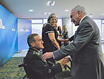 Com doença degenerativa, general diz ter 'forças' para comandar o Exército