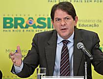 Cid Gomes é absolvido por 'corrida' em pista de aeroporto na Bahia