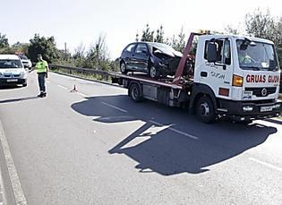 Un conductor choca contra un camión tras perder el control al sentirse indispuesto al volante