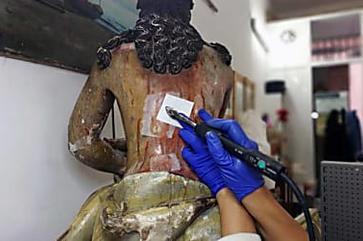 Cápsula do tempo é encontrada em estátua de Jesus na Espanha