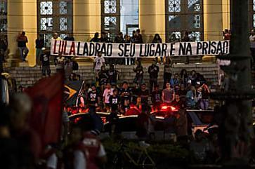 Lula encara protestos em caravana pelo estado do Rio