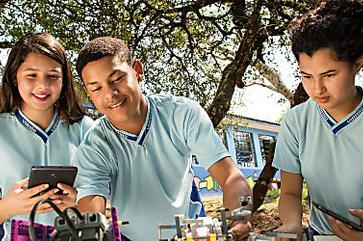 Aprender mais com novas metodologias é inspirar jovens e educadores a inovar na sala de sala. Conheça Inova Escola